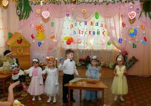 дети учатся концентрации внимания что бы коллективно исполнить мелодию и в нужный момент задействовать свой музыкальный инструмент