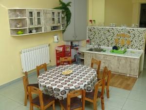 детская кухня где все приспособлено для обучения детей навыкам практической жизни и самообслуживания