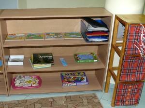 дети в монтессори- группе могут самостоятельно читать интересные и познавательные книги