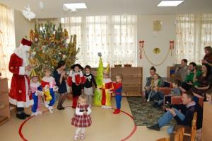 дети в детском саду монтессори