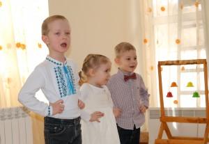 музыкальные занятия в детском центре монтессори